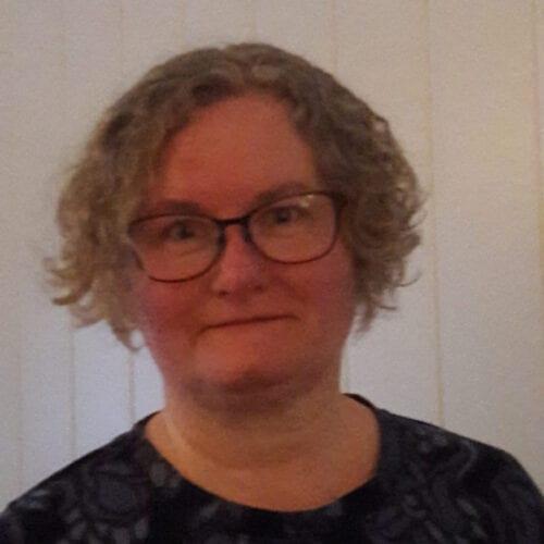 Janne R. Karlsen ble kvitt slitasjeplagene i knær, fingre og nakke etter at hun startet med Olivita som er en blanding av omega-3 fra selolje og kaldpresset olivenolje.
